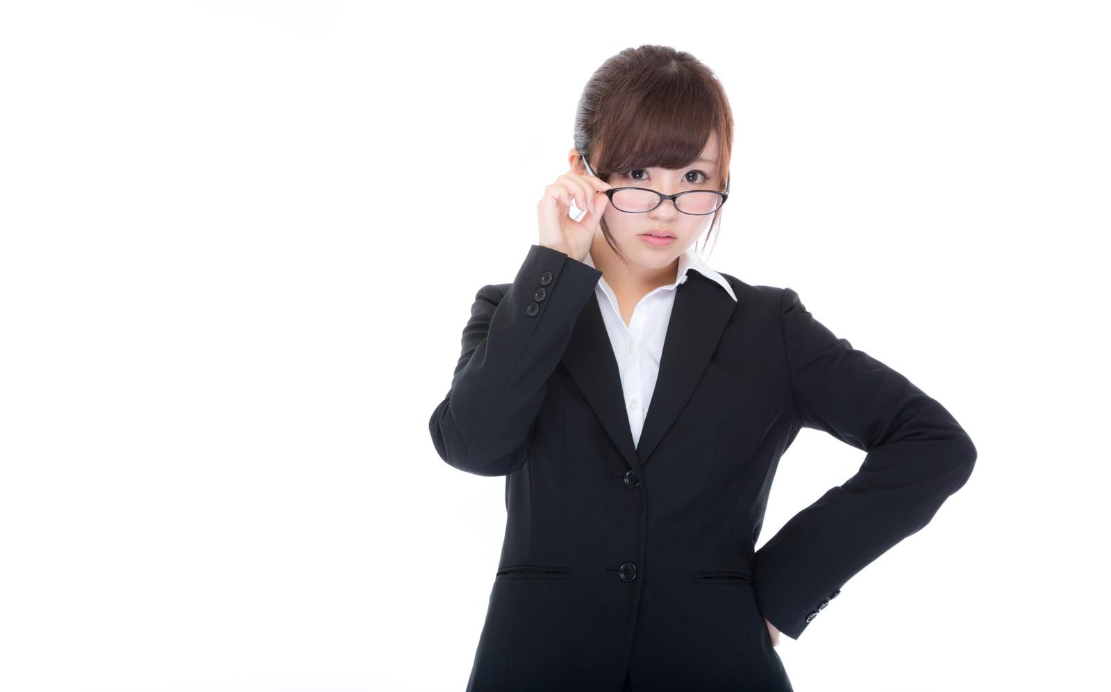 新幹線で。女性「そこ私の席なのですが」ヤンママ『は?子供座っているしスマホ充電中なんで~』女性「あなた、日本の方ですか?」→すると…