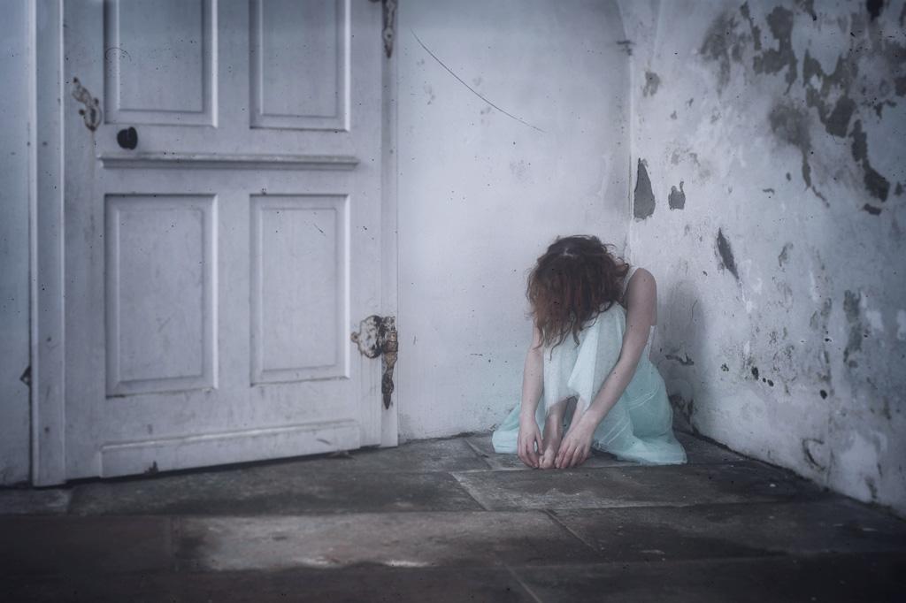 結婚し子供一人いたのに、すべて捨てて男性と駆け落ちした女性の末路…