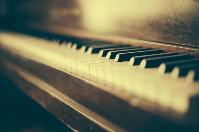 妹のピアノ発表会で。母『いいよ、許すからやっちゃえ~^^』妹「うん!www」→妹の番になると…会場(ザワザワザワ…)先生『えっ!?』→結果・・・・・